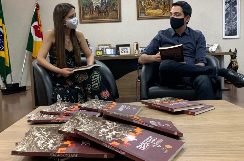 """Livro """"Barretos em 3ª pessoa"""" é lançado em live com participação de autores e autoridades"""