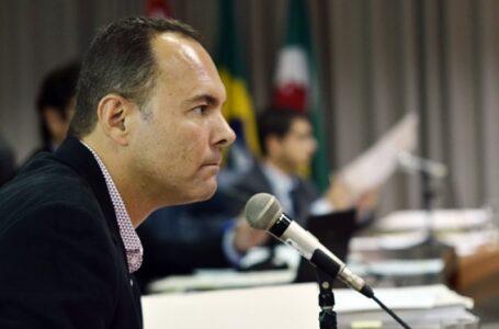 Carlão pede explicações sobre projeto Fundo do Vale