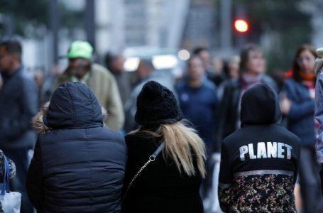 São Paulo SP 05 08 2019- Paulistanos na avenida Paulista numa tarde de muito frio onde temperaturas continuam a cair foto Paulo Pinto /Fotos Publicas
