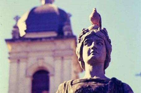 Busto histórico está sendo restaurado pela Prefeitura