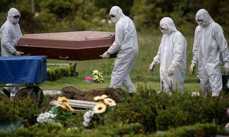 """Barretos perde mais de 1,4 mil vidas no """"ano da pandemia"""""""