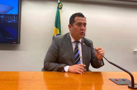 Deputado pede que Câmara derrube veto sobre publicação de editais em jornais impressos